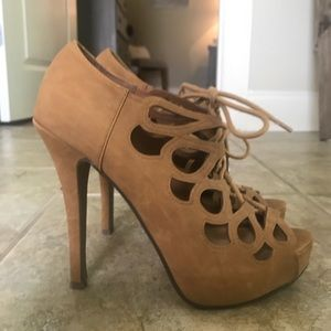 Shoes - Tan/nude lace up heels!